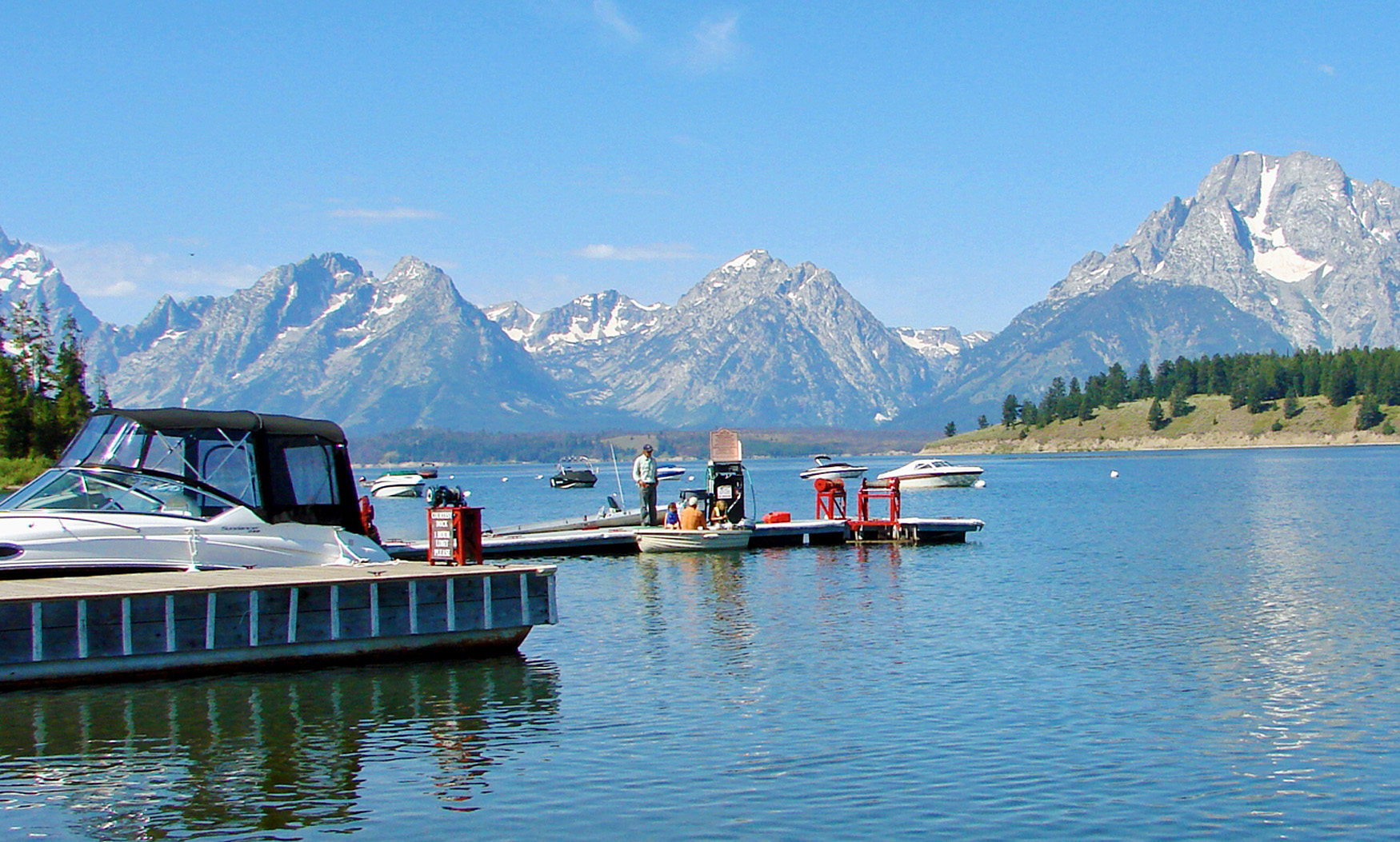 Colter_Bay_Marina,_Jackson_Lake,_Grand_Teton_2011_(32325054111)